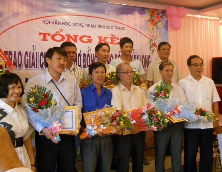 Các tác giả đoạt giải thưởng