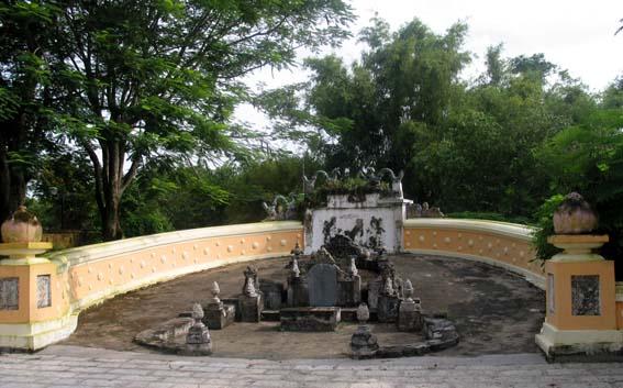 Lăng mộ Đức Quốc Công Phạm Đăng Hưng trong khu di tích Lăng mộ Hoàng Gia ở Long Hưng, TX. Gò Công. Ảnh: Hữu Chí