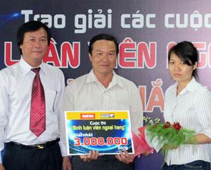 Tác giả Lê Quang Huy (giữa).