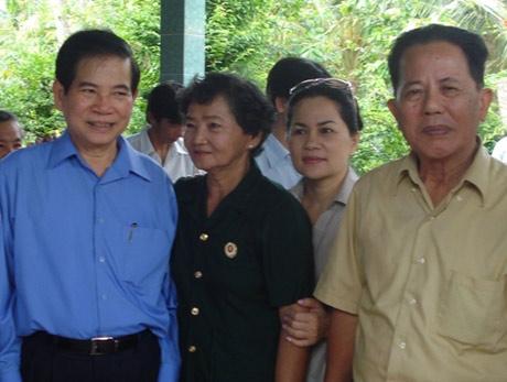 Bà Tám Thu và Chủ tịch nước Nguyễn Minh Triết tại lễ kỷ niệm 36 năm ngày giải phóng miền Nam.