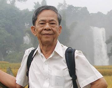 Nhà văn Trần Thanh Giao ở thác Bản Giốc