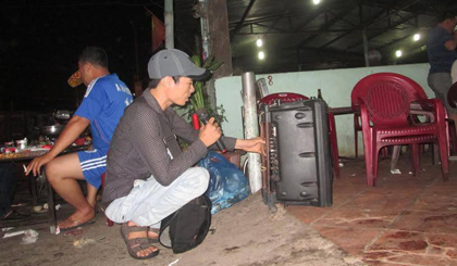 Hằng đêm, được đem lời ca tiếng hát phục vụ cho mọi người là một hạnh phúc của những người làm nghề hát rong.