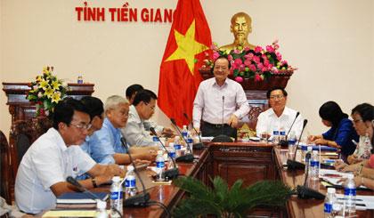 Phó Chủ tịch UBND tỉnh Trần Thanh Đức thống nhất đề nghị Trung ương công nhận TP. Mỹ Tho đạt chuẩn Văn minh đô thị.