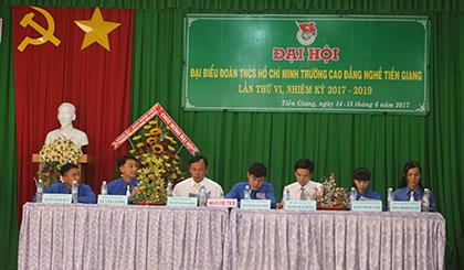 Đoàn Chủ tịch làm việc tại đại hội.