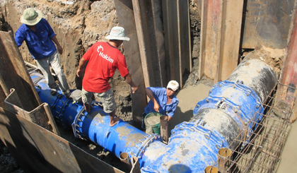 Thi công đường ống dẫn nước BOO Đồng Tâm về các huyện phía Đông